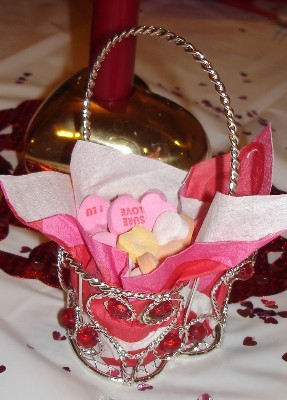 vtines candy basket